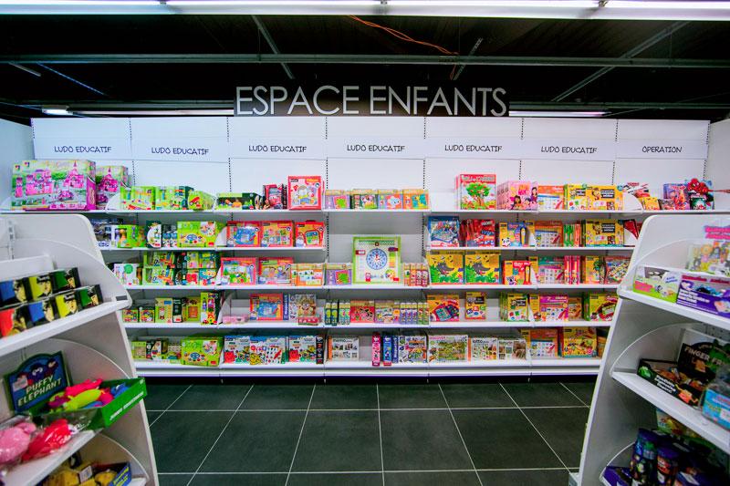 Rayon livres pour enfants; espace culture U Culture Gujan